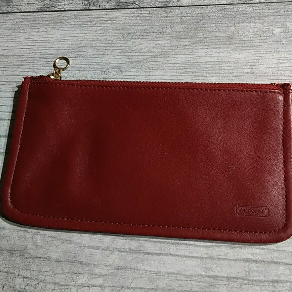 detailed look df761 dbc57 Vintage Coach Skinny case wallet in red